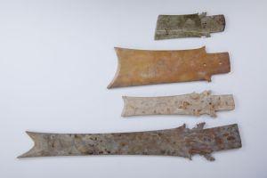 Jadezepter, darunter der längste je in Vietnam entdeckte Gegenstand aus Nephrit; Copyright (c) LWL-Museum für Archäologie/Binh